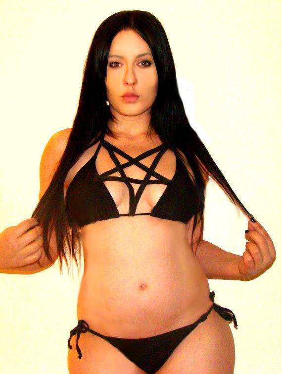 bikini-pentagramme