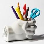 pot-crayon-poing