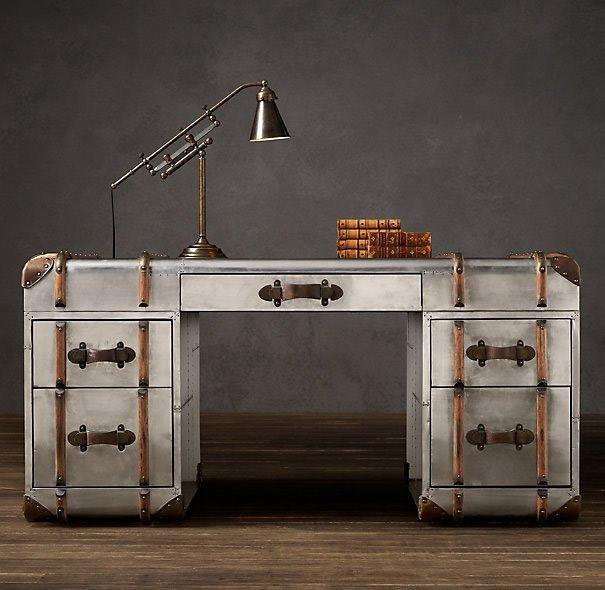 superbe bureau en m tal geek. Black Bedroom Furniture Sets. Home Design Ideas