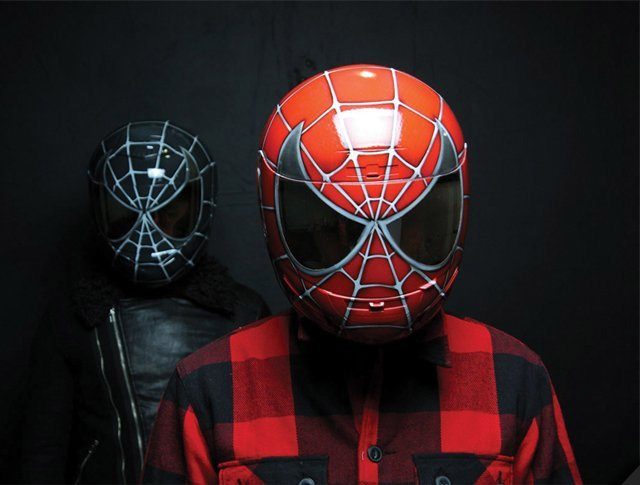 casque de moto spiderman geek. Black Bedroom Furniture Sets. Home Design Ideas