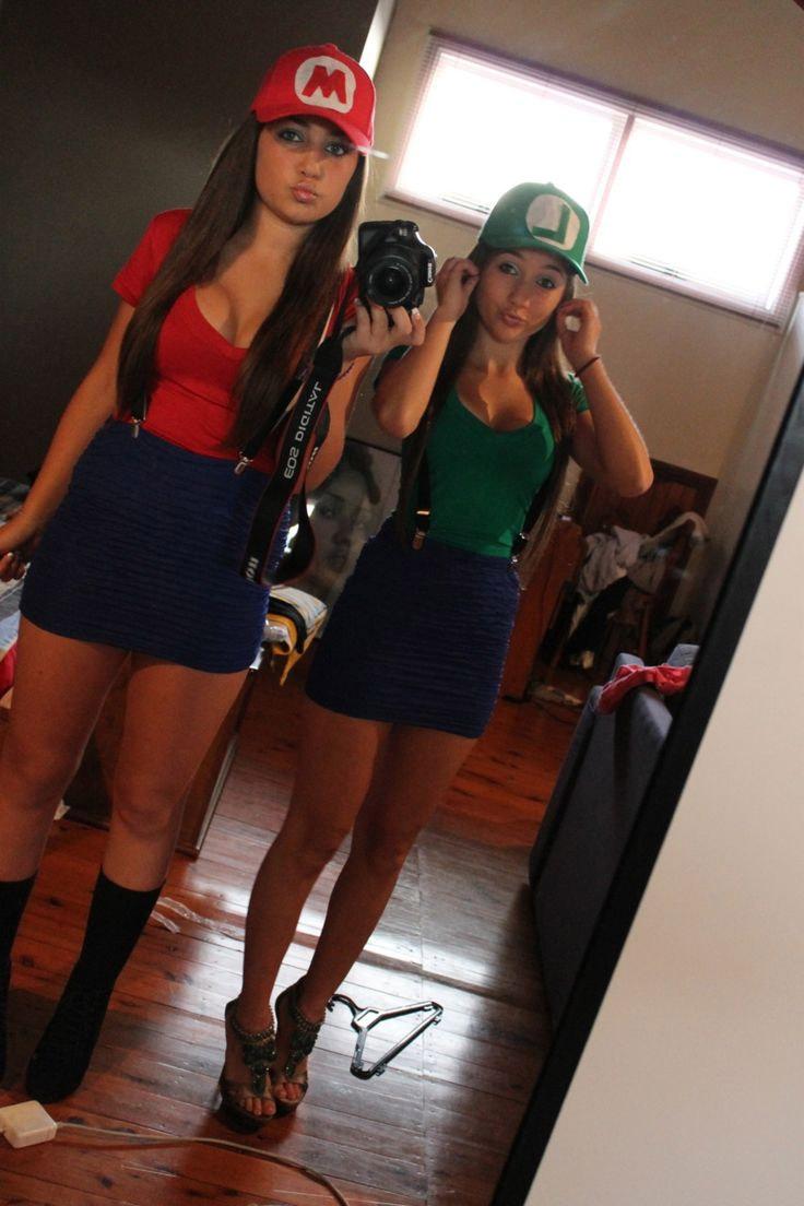 Cosplayeuses en Luigi