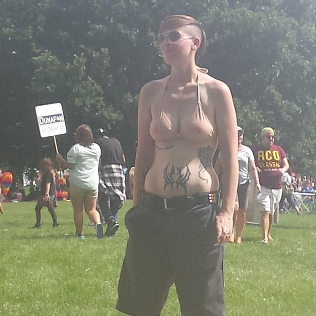Maillot de bain effet seins nus