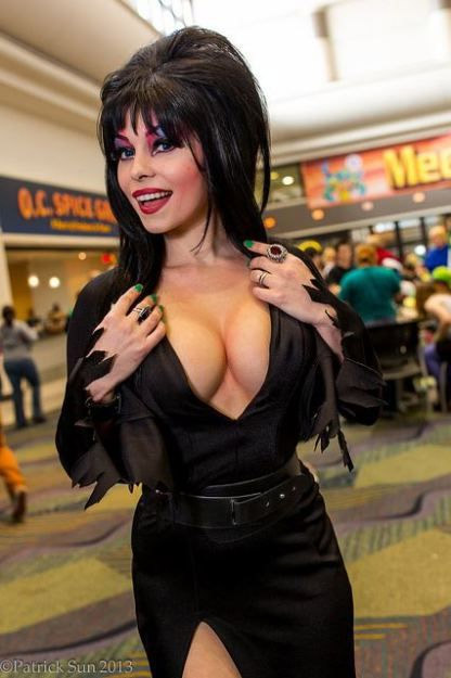 Cosplay sexy d'Elvira