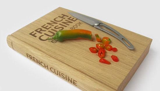 Planche d couper livre de cuisine geek idee deco - Planche en bois cuisine ...