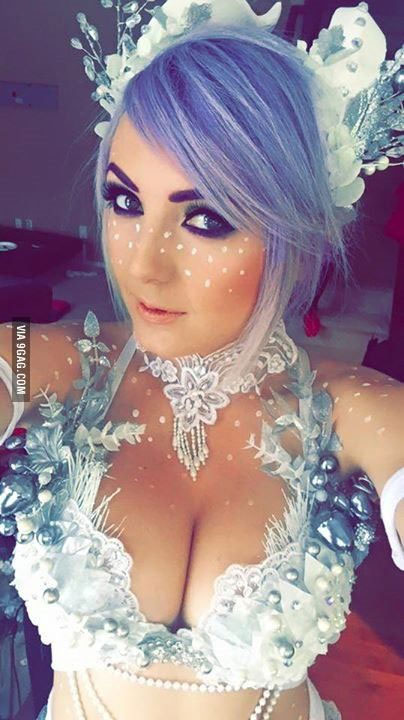 Cosplay sexy de la Reine des neiges
