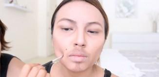 Une femme se maquille en Daryl Dixon