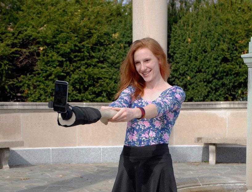 Faux bras selfie