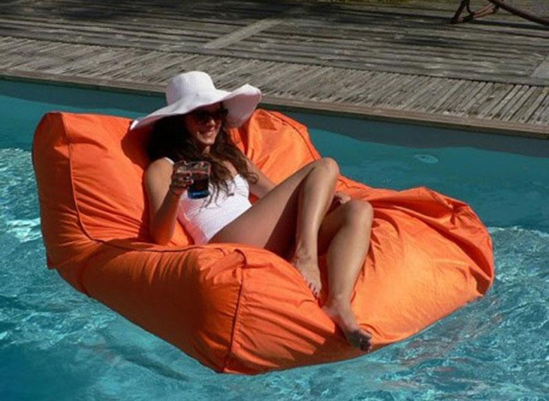 Pouf flottant design geek idee deco - Siege flottant pour piscine ...