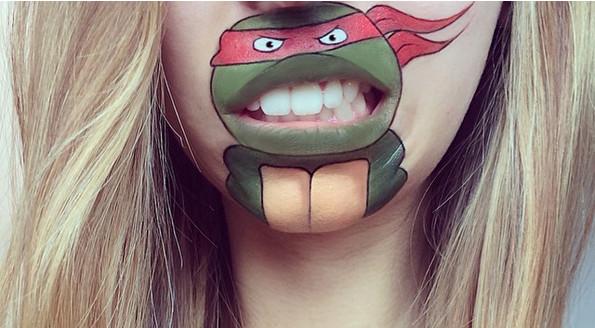 Elle se peint personnages de dessins animés sur ses lèvres