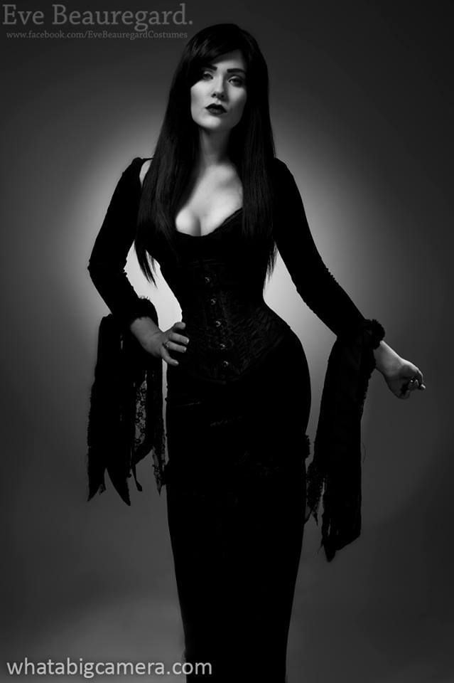 Cosplay sexy Morticia Adams