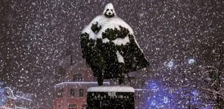 Une statue se transforme en Dark Vador sous la neige