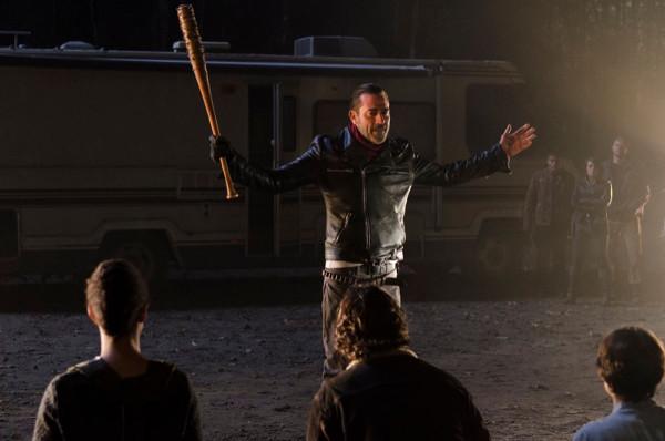 Qui est mort à la fin de la saison de The Walking Dead ?