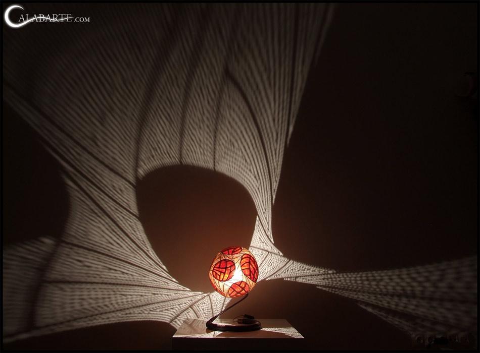 Une lampe qui laisse de magnifiques ombres