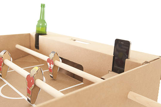 Kartoni-iPhone-und-Flasche1