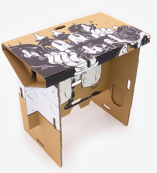 bureau en carton transportable le blog geek pour les. Black Bedroom Furniture Sets. Home Design Ideas