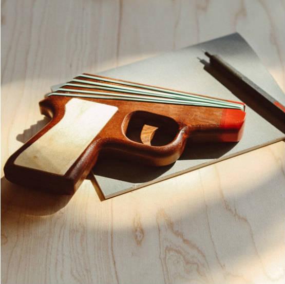 pistolet_elastique marron