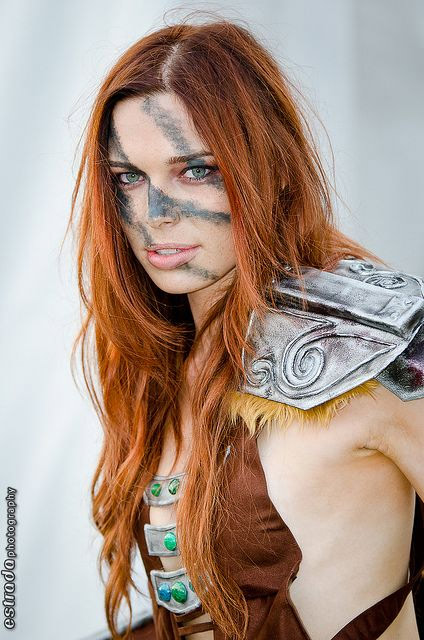 Cosplay sexy d'Aela la Chasseuse