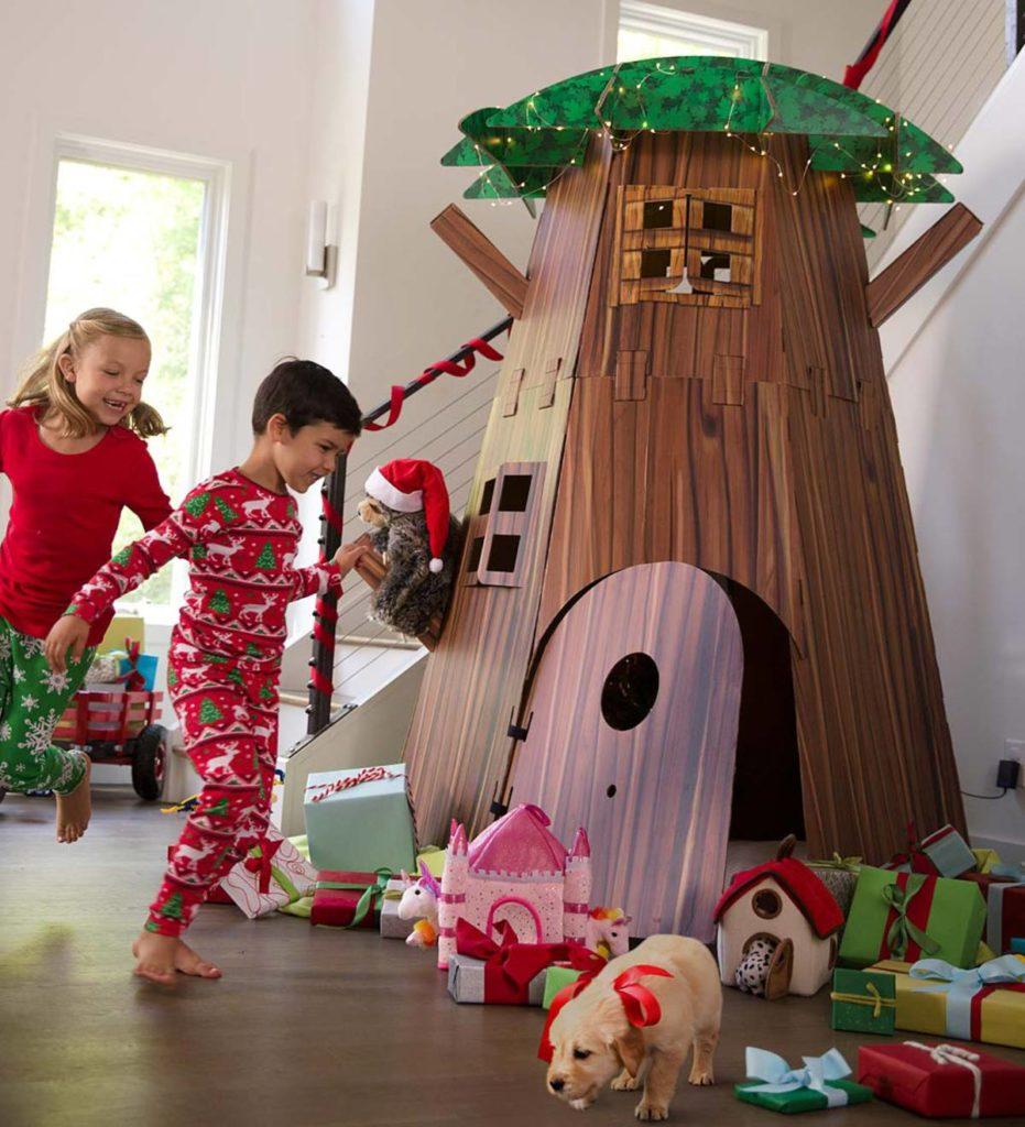 Un grand arbre d'intérieur pour enfants